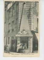 VIRE - Vieille Fontaine, Place Castel - Vire