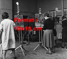 Reproduction D'une Photographie Ancienne D'un Homme Dénudé Posant Pour Des Artistes Peintres - Reproductions