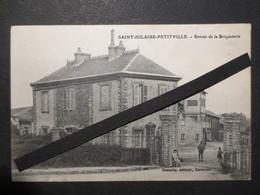50 - Saint Hilaire Petitville - CPA - Entrée De La Briquerie - Gosselin , éditeur à Carentan - TBE - Peu Commune - - Autres Communes