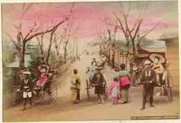 11 -  2 Photos Du Japon 19e -  1) CHERRY BLOSSOM YOKOHAMA   2) DEUX AMIES SOUS L'OMBRELLE Papier Albuminé Et Aquarellé - Photos