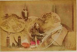 18 -  2 Photos Du Japon 19e - METIER 1)  MARCHAND DE PARAPLUIE  2)  DOGASHIMA WATER HAKONEPapier Albuminé Et Aquarellé - Photos