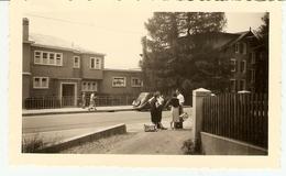 SUISSE - ( VILLARS )  Devant L'hôtel Marie-Louise ( Photo: Format 12 X 7.5 ) - Lieux