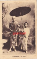 BIRMANIE MYANMAR BURMA UN BONZE MOINE RELIGION BOUDDHISME ETHNOLOGIE COSTUME ETHNIE ASIE. (voir Scan). - Myanmar (Burma)