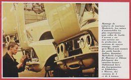 Montage De Voitures De Tourisme Moskvitch à Gorki. URSS. Russie. Encyclopédie De 1970. - Vieux Papiers