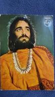 CPSM DEMIS ROUSSOS CHANTEUR DISQUES ENREGISTRES CHEZ PHILIPS PHOTO T MERIEL AU DOS SIGNATURE ARTISTE AU FEUTRE - Chanteurs & Musiciens