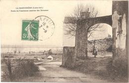 Dépt 44 - LE PELLERIN - La Martinière - Porte De L'ancienne Caserne Des Douanes - Héliotypie Dugas Et Cie N° L-I 687 - Francia
