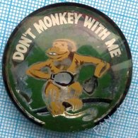 USA / DON'T MONKEY WITH ME / 1960-70s - Badges