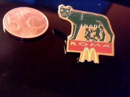 Pin' S Publicitaire  En Metal  ARTUIS BERTRAND Avec Fermoir Ancien Logo MAC DONALD ROMA LA LOUVE DU CAPITOLE - Animaux