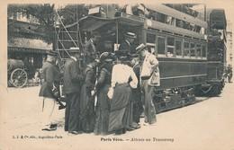 I58 - 75 - PARIS - Attente Au Tramway - Public Transport (surface)