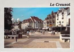 71 - LE CREUSOT ( Rue Commerçante ) La Rue Piétonne - CPM GF - Charente Maritime - Le Creusot