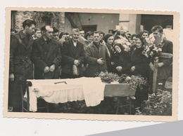 REAL ANCIENNE PHOTO, PHOTO MORTUAIRES Woman Femme - Post-mortem,  Damaged Photo ORIGINAL - Photographs