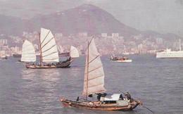 Chine Hong Kong Vue Sur Le Port (2 Scans) - Chine (Hong Kong)