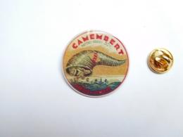 Superbe Pin's  , Fromage Camembert , Fabriqué En Lorraine - Food