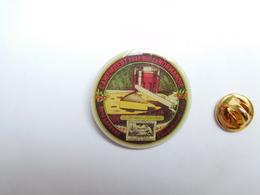 Superbe Pin's , Fromage Camembert De Normandie , La Derniére Bouchée , René Lefévre , St Georges Des Groseillers , Orne - Food