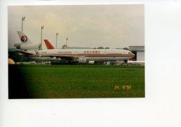 Piece Sur Le Theme De Aviation - Photographie Originale - China Eastern - Personnes Anonymes