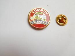 Superbe Pin's , Fromage , Livarot E. Graindorge - Food