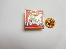 Superbe Pin's , Fromage , Pont L'Evéque  E. Graindorge , Non Signé - Food
