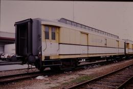 Photo Diapo Diapositive Slide Train Wagon Postal La Poste Ou Allège Postale Le 05/07/1999 VOIR ZOOM - Diapositives