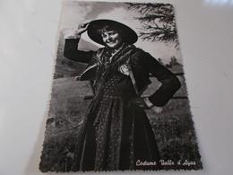 B716  Valle D'ayas Costume Donna Con Cappello Viaggiata - Italia