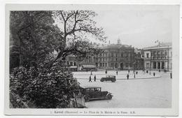 LAVAL - N° 7 - LA PLACE DE LA MAIRIE ET LA POSTE AVEC VIEILLES VOITURES - CPA NON VOYAGEE - Laval