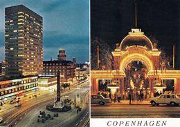 1 AK Dänemark * Kopenhagen Und Der Eingang Zum Tivoli Bei Nacht - Einer Der ältesten Vergnügungsparks Der Welt * - Dänemark