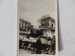 """Photographie D'un Tank Accidenté Guerre 1939-1945 écrit """"Soldats Français"""" Dans Paris. - 1939-45"""