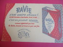 Buvard/Lavage / RAVIE/Spécial Pour Laine , Soie/ C'est Un Produit Nouveau /Toutes Ravies De Ravie/Vers1945-1960  BUV348 - Wassen En Poetsen