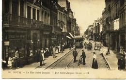 7793  -    Nord -  DOUAI  :  Rue Saint Jacques    Magasin  De Cartes Postales, Tabac  à Gauche - Douai