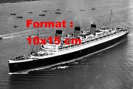 Reproduction D'une Photographie Ancienne D'une Vue Aérienne Du Paquebot Le Queen Mary En 1936 - Reproductions