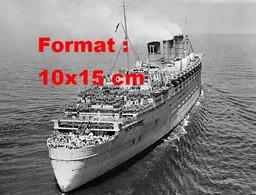 Reproduction D'une Photographie Ancienne D'une Vue Du Paquebot Le Queen Mary Avec Les Passagers Sur Les Ponts - Reproductions
