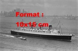 Reproduction D'une Photographie Ancienne Du Départ Du Paquebot Le Queen Mary De New-York En 1967 - Reproductions