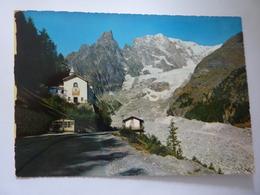 "Cartolina Viaggiata  ""COURMAYEUR Santiario N.D. De La Guerison"" 1963 - Italia"
