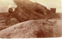 PHOTO FRANÇAISE - TANK ALLEMAND ÉCHOUÉ AU FORT DE LA POMPELLE PRES DE REIMS MARNE 1919 - GUERRE 1914 1918 - 1914-18
