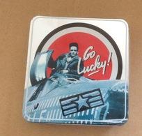 Boite En Fer Pour Cigarettes (Go Lucky-9x9 Cm) - Etuis à Cigarettes Vides