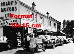Reproduction D'une Photographie Ancienne D'un Garage Daimler Et Limousines à Romford En 1950 - Reproductions