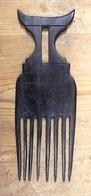 Peigne En Ebene Africain Représentant Un Tabouret Ashanti  - TOGO AFRIQUE Années 1970 - Arte Africano