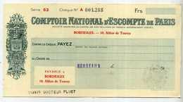 CHEQUE DU COMPTOIR NATIONAL D'ESCOMPTE DE PARIS A BORDEAUX - AVEC CACHET DE 50 CENTS - ANNEES 1946 - Cheques & Traveler's Cheques