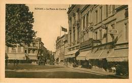 Dép 17 - Voitures - Automobile - Royan - La Place Du Centre - Bon état - Royan