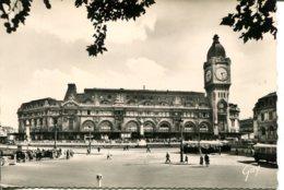 CPSM - PARIS - GARE DE LYON - Public Transport (surface)