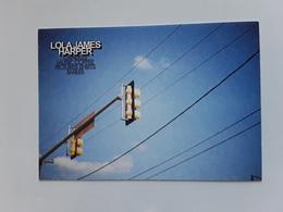 LOLA JAMES HARPER  ~~~   Carte Postale * N° 8 ~~   R/V  !! - Perfume Cards