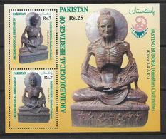 PAKISTAN 1999 ARCHAEOLOGICAL HERITAGE OF PAKISTAN FASTING BUDDHA SOUVENIR SHEET MNH - Pakistan