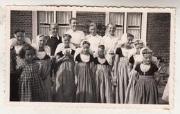 Eiland Walcheren - Groep Jongeren - 1939 - Foto Formaat 7 X 11 Cm - Anonieme Personen