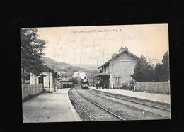 C.P.A. D UN TRAIN A LA GARE DE SAINT SAUVEUR EN RUE 42 - France