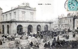 RIOM - La Halle - Le Marché - Très Beau Plan Animé - Riom