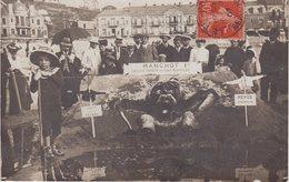 LE TREPORT : CP PHOTO . Sur La Plage . Très Animée . Manchot 1er Farouche Gardien Des Lois Nouvelles . 1907 . - Le Treport