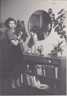 Photo Stoltens Fotohus Vintage Snapshot Femme Miroir Chien Dog - Personnes Anonymes