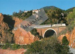 CPM   LA BB22337 Un Train De Marseille ST Charles  Nice Ville  Sort Du Tunnel De Notre Dame Peu Après  LeTrayas - France