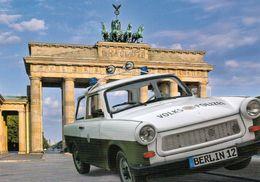 1 AK Germany * Brandenburger Tor Und Ein Trabant Der Volkspolizei * - Porta Di Brandeburgo