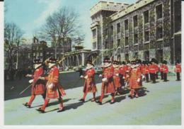 Postcard - London - Yeoman Warders, Tower Of London, Card No.plo22099  - Unused Very Good - Postcards