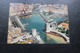 CPM   17 LA ROCHELLE  LA TOUR ST NICOLAS ET LA TOUR DE LA CHAINE LE PORT ET LE BASSIN DES YACHTS - La Rochelle
